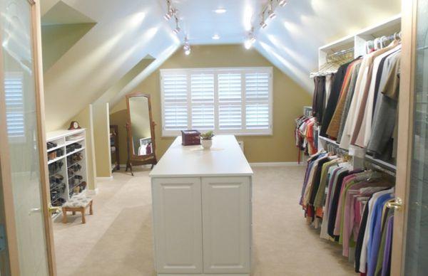 un dressing mansarde des id es cr atives pour l 39 usage. Black Bedroom Furniture Sets. Home Design Ideas