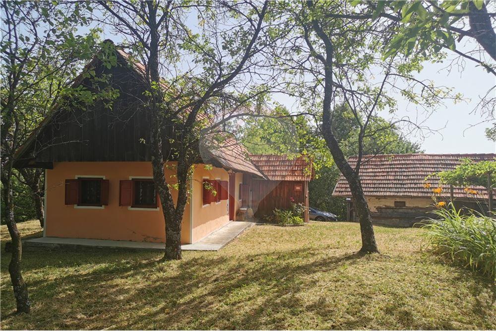 26.959 KvM: House For Sale, 1 Bedrooms in Zgornji Les …