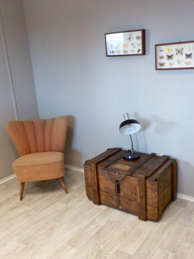 retrosalon k ln alte truhe mit tollem metalbeschlag verschluss ideal als couchtisch und zum. Black Bedroom Furniture Sets. Home Design Ideas