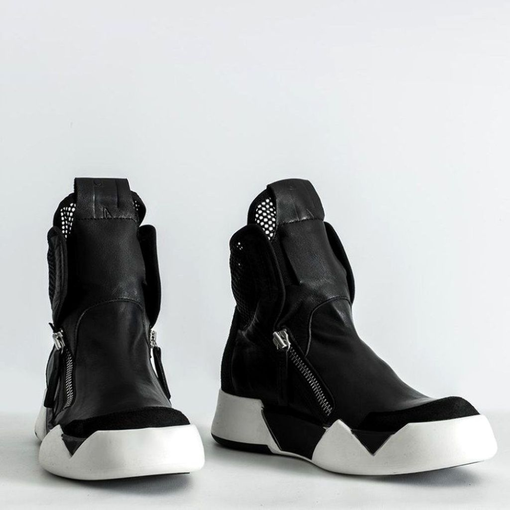 はくいきしろい on Twitter in 2020 | Futuristic shoes, Boots