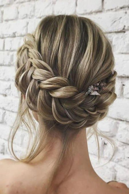 15 Pretty Holiday Hairstyles To Try This Christmas Braided Hairstyles For Wedding Hair Styles Long Hair Styles