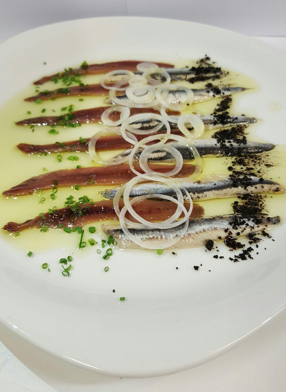Anchoas En El Restaurante Aitzgorri De Donostia Sansebastián Tapas Y Aperitivos Pintxos Comida