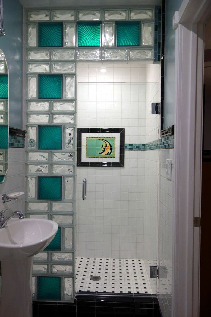 mettons des briques de verre dans la salle de bains briques transparent et carrelage. Black Bedroom Furniture Sets. Home Design Ideas