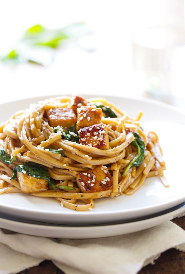 Black Pepper Stir-Fried Noodles With Spinach and Tofu