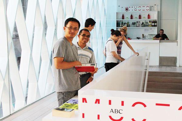 Disfrutando dentro del museo de Arte ABC.