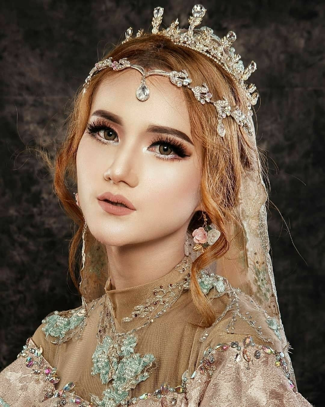 Pin by نازیہ صدیقی on pretty girls Bridal makeup