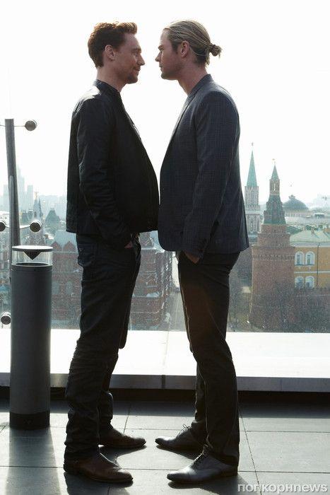 Tom Hiddleston & Chris Hemsworth. Moscow.