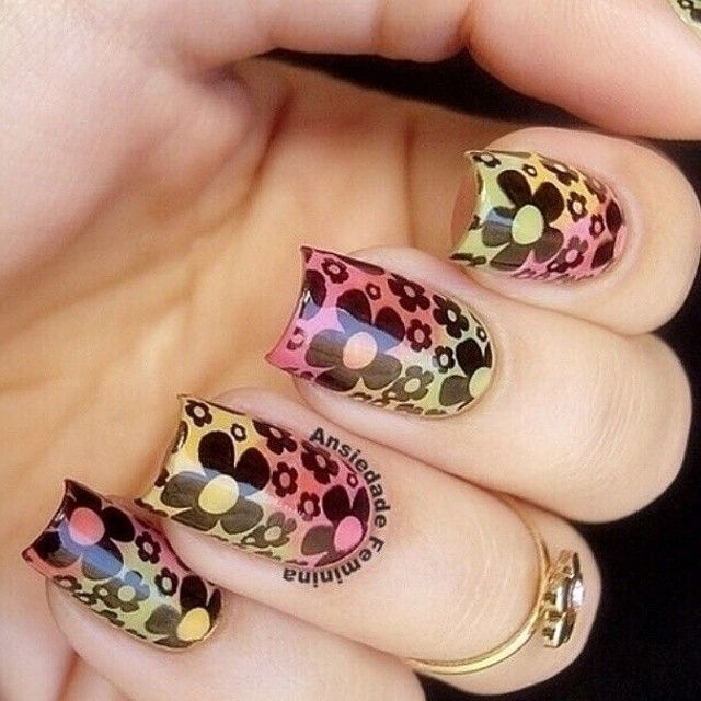 """Gorgeous Floral Stamping Nails By @ansiedade_feminina Do you like this nail art design ? Use stamping plate BP20(Product ID: #17265) from ww.bornprettystore.com . If you want to buy it , you can use this coupon code """"PSX31"""" to enjoy 10% off . #bpsnailart #bpsnailstamping"""