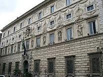 Palazzo Spada fu costruito nel 1540 per il cardinale Girolamo Capodiferro dagli architetti Baronio e Mazzoni. Borromini fu chiamato a rinnovare il palazzo adeguandolo al gusto dell'epoca, quello barocco.