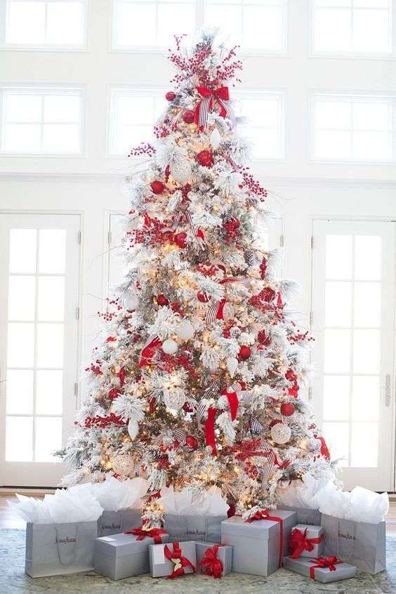 Albero Di Natale Bianco E Rosso.Albero Di Natale Bianco E Rosso Decorazioni Di Natale Bianche Alberi Di Natale Con La Neve Idee Per L Albero Di Natale