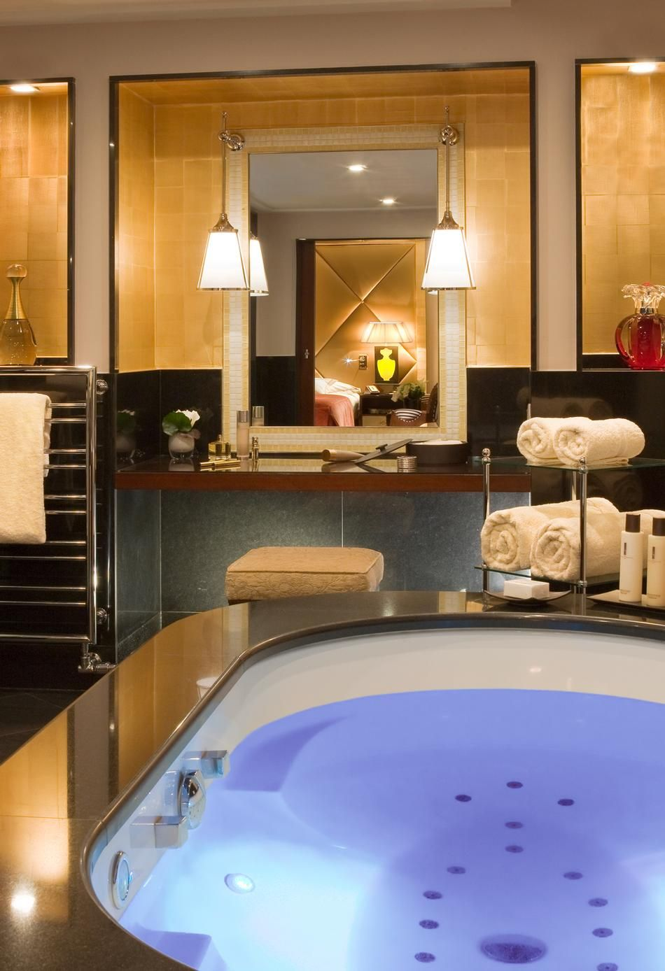 Honeymoon In Paris 7 Luxury Suites With A View Of The Eiffel Tower Amazing Bathrooms Luxury Suite Luxury Boutique Hotel