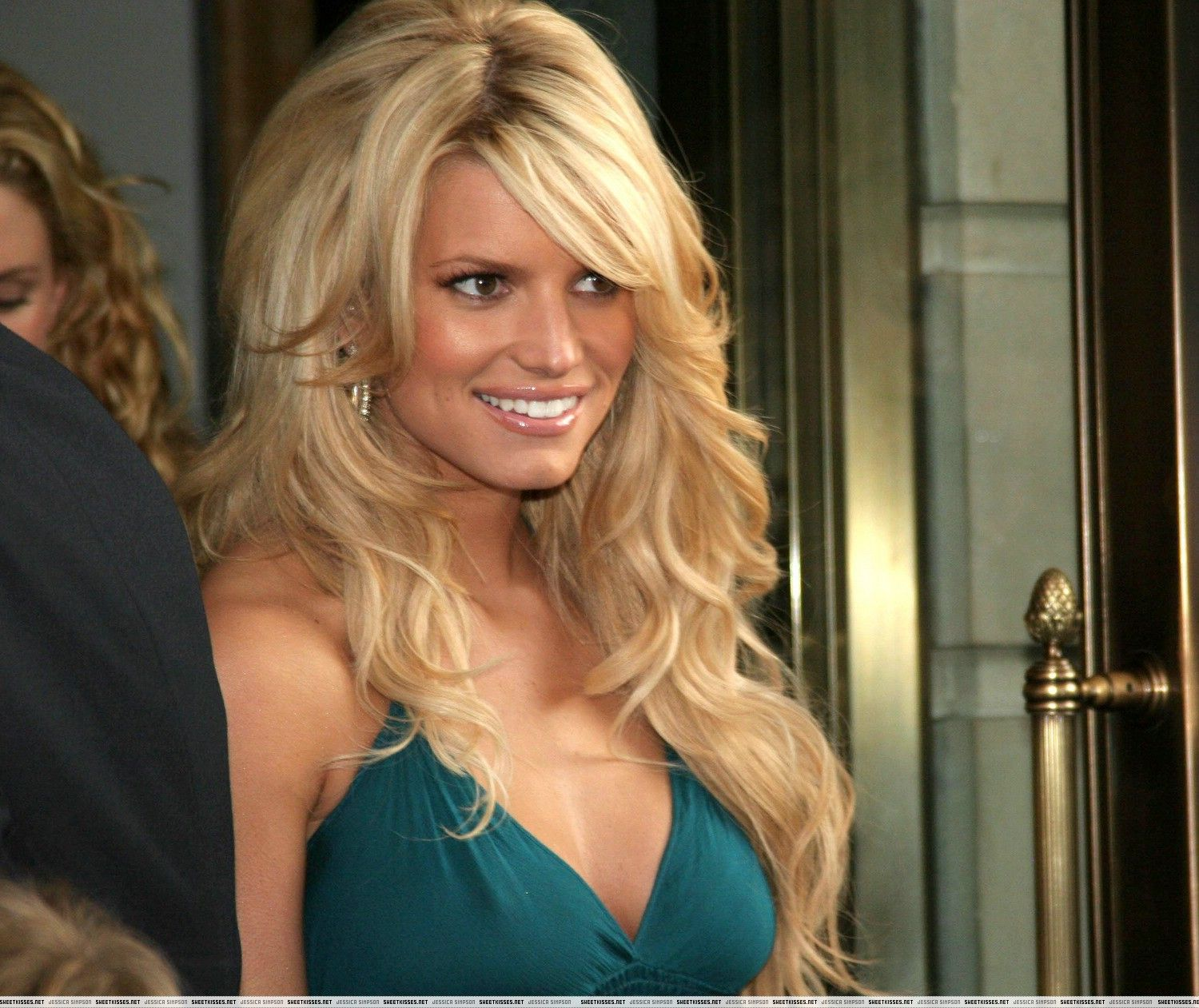 Pin By Chelsea Blair On Looks Hair Big Teased Jessica Simpson Hair Extensions Jessica Simpson Hair Teased Hair