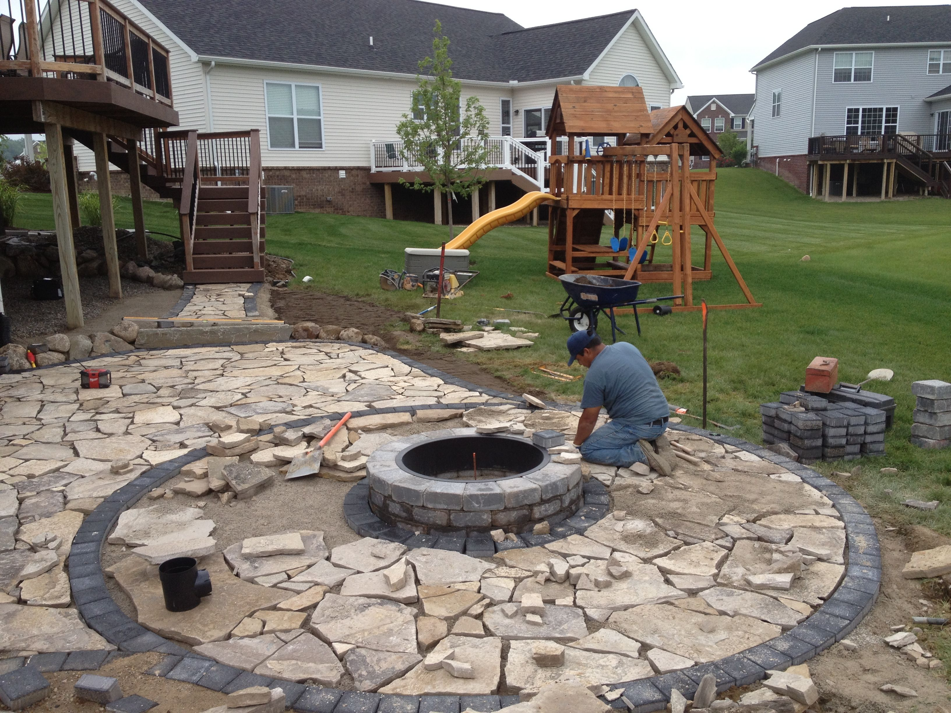 Construction of canadian flagstone patio with brick paver for Brick fire pit construction