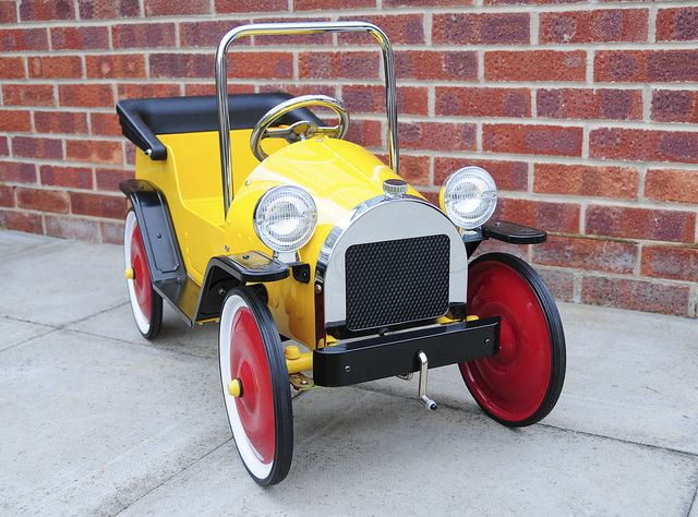 Brum Metal Classic Toy Ride On Pedal Car Front Right View