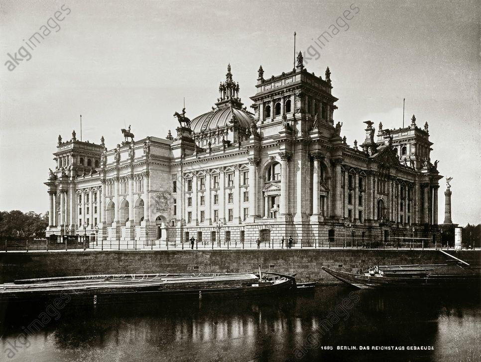 Berlin Reichstagsgebaude 1884 94 Erbaut Von Paul Wallot Sud Und Ostseite Gegen Die Spree Foto Um 1900 Lucien Reichstagsgebaude Berlin Historische Fotos