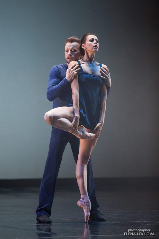 "<<Anastasia Matvienko and Denis Matvienko (Mariinsky Ballet), ""Ssss"" choreography by Edward Clug, 2016 Dance Platform, Yekaterinburg Opera and Ballet Theatre and Eurasia Ballet Foundation # Photo © Elena Lekhova>>"