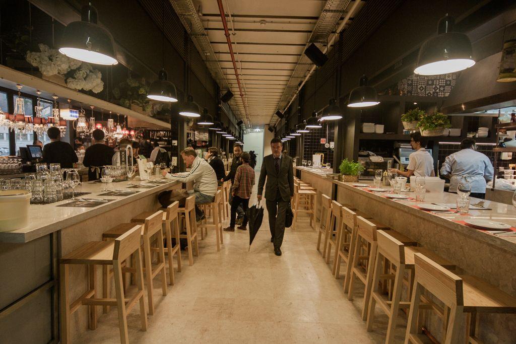 Trincas Banca de comida · Mercado · Restaurante português