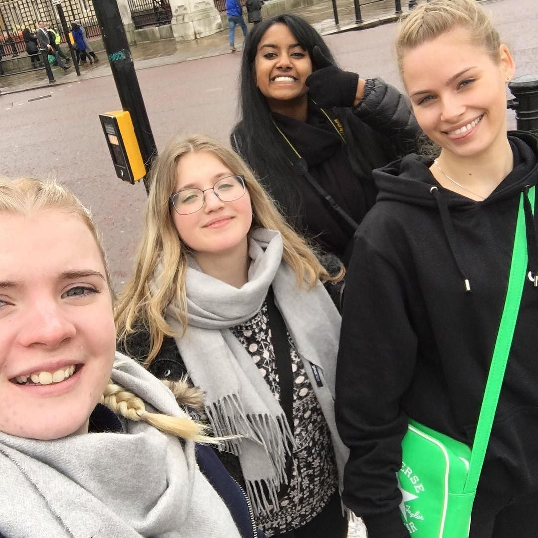 London var feed! Kunne ikke have haft en bedre tur uden min dejlige klasse  #london #studietur #2y by annakirsloth
