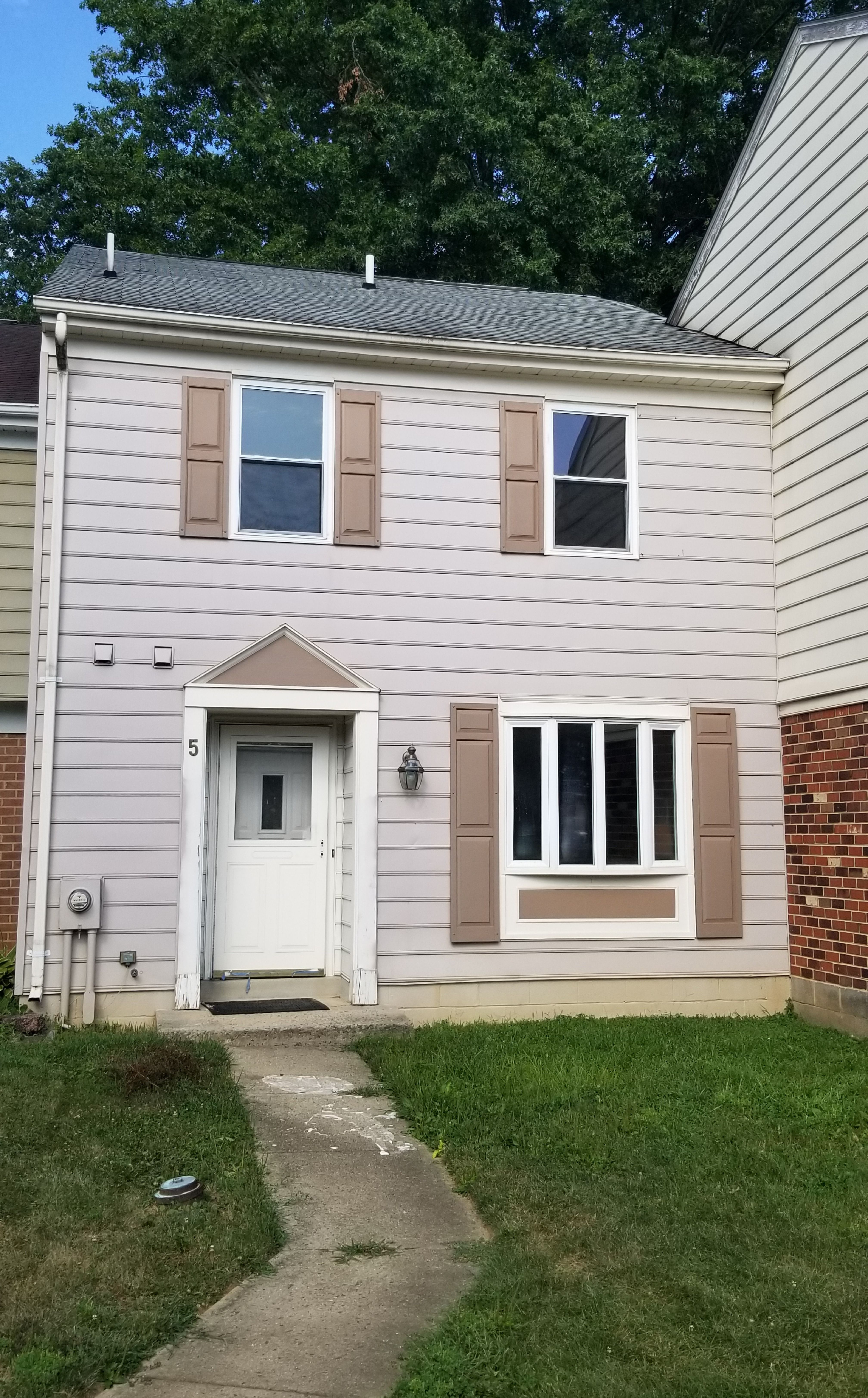 3 bed 25 bath townhome updated half bath on main level