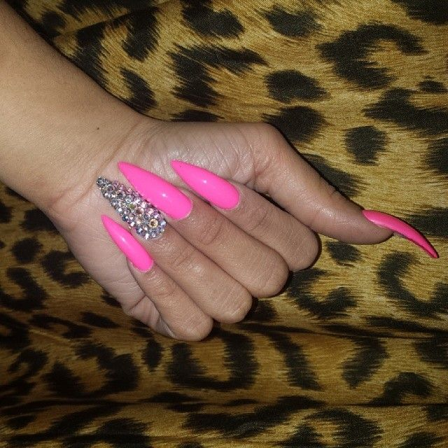Suzie On Instagram Barbie Nails Diamond Pink Nails Pink Stiletto Nails French Tip Acrylic Nails