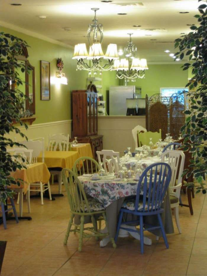 Five Points Tearoom Is Cozy Indeed Tea Room Tea House Home Decor