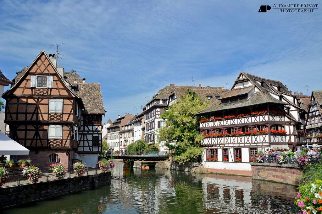 Quartier Celebre De Strasbourg La Petite France Est Une Venise Du Nord Avec Ses Canaux Et Ses Ruelles Etroites Datant Du Strasbourg Strasbourg France France