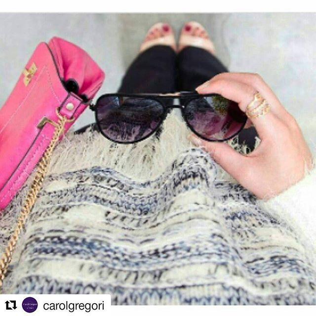 Look da Rafa @blografaelacoelho com anel @carolgregori para curtir os dias frios de férias cheia de estilo e com cor! 👏💟👸👑👠💍 #elausacarolgregori #anel #triplo #dourado #inverno #colorido #chique #inspiracao #blogger #triple #golden #ring #colorful #winter #chic #cool #inspiration #instablogger #instalook #instacool #instapic