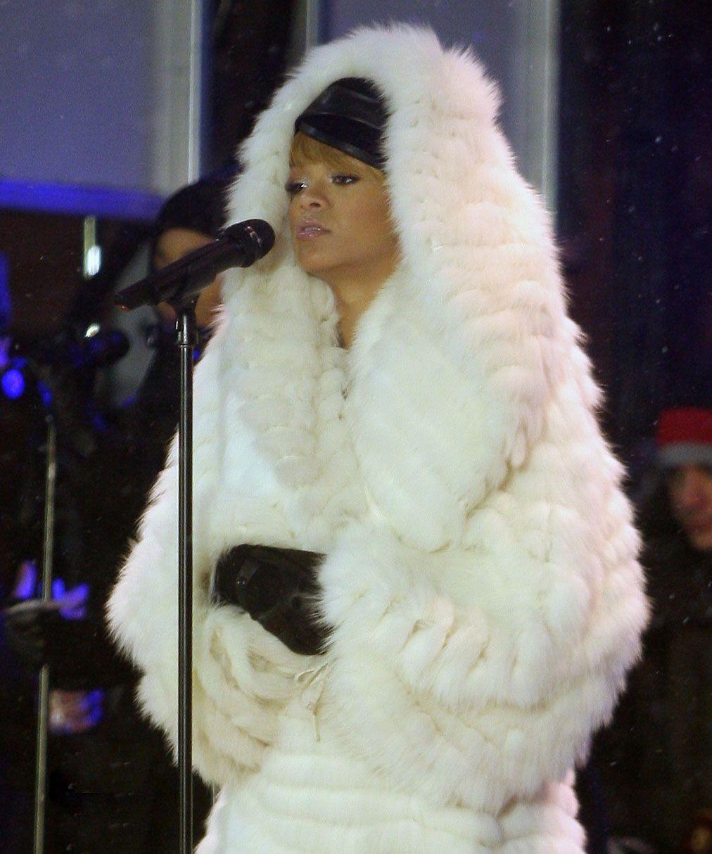 Rihann is wearing a white hooded fox fur coat. | Fur ...
