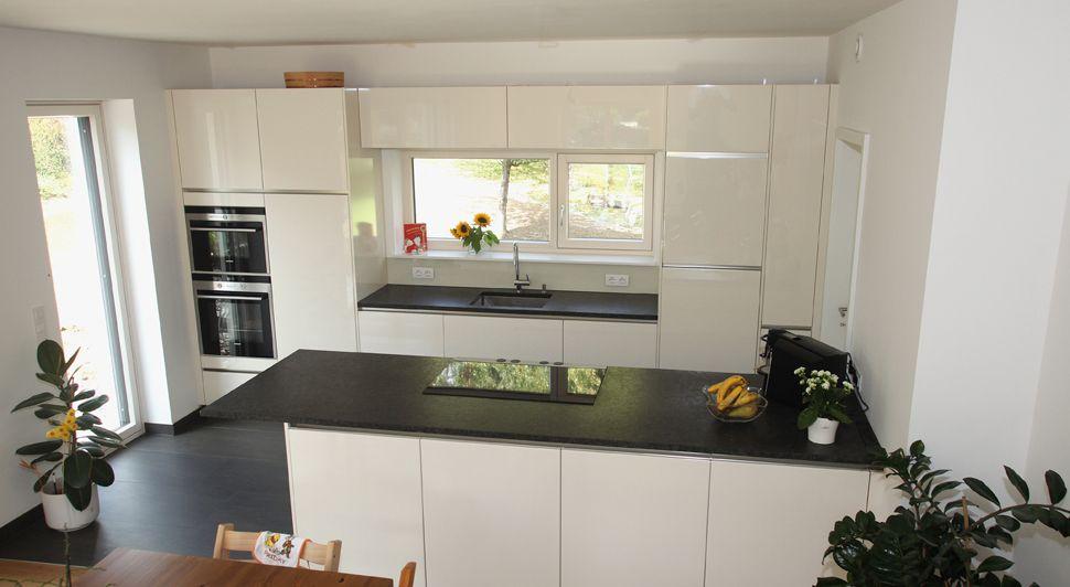 Grifflose Küche Im Puristischem Design