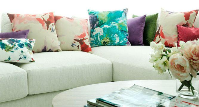Como cambiar el look de un sof con los cojines inspiraci n home decor decor y furniture - Como cambiar de look en casa ...