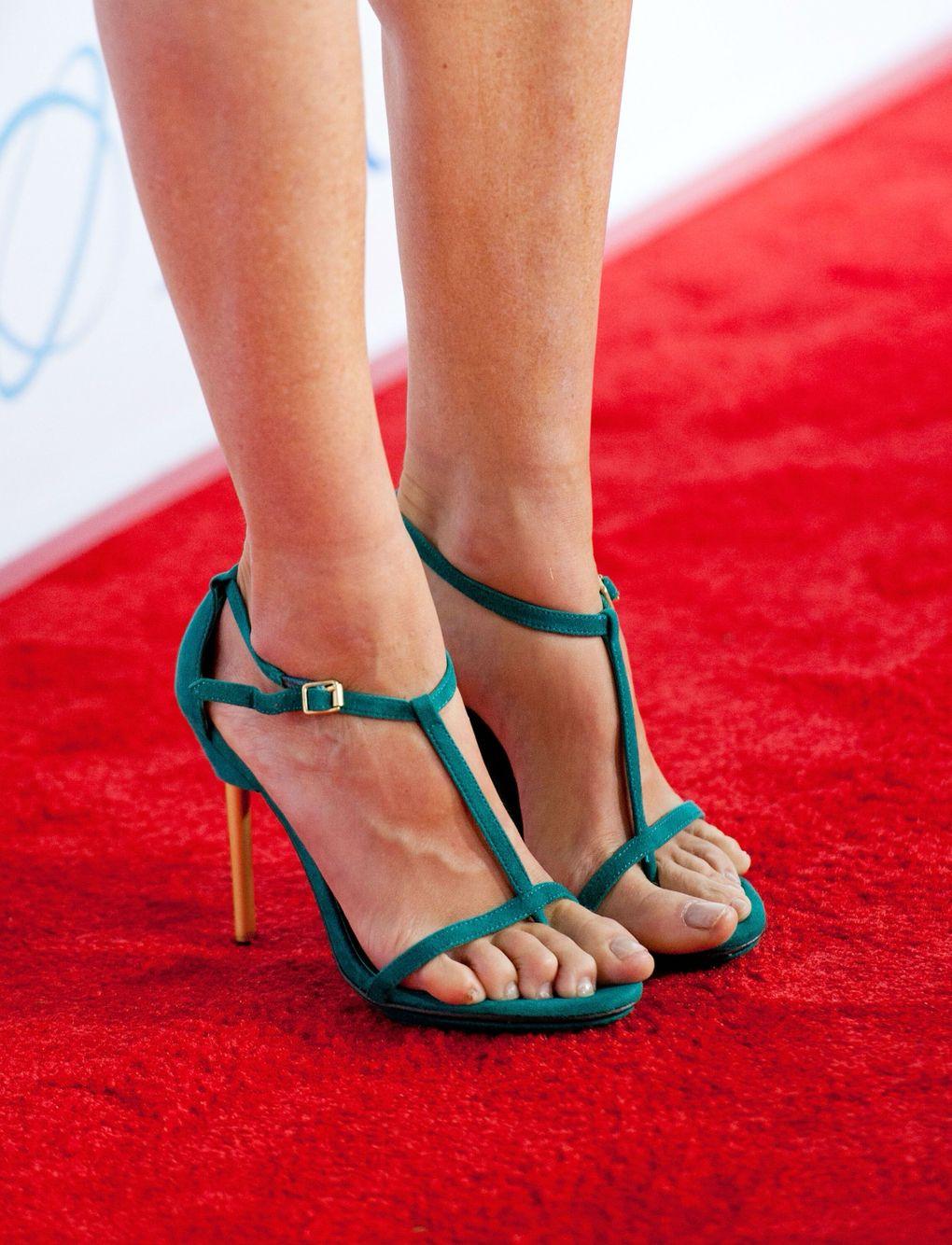 abe72401520 Julie Bowen s High Heels ...XoXo