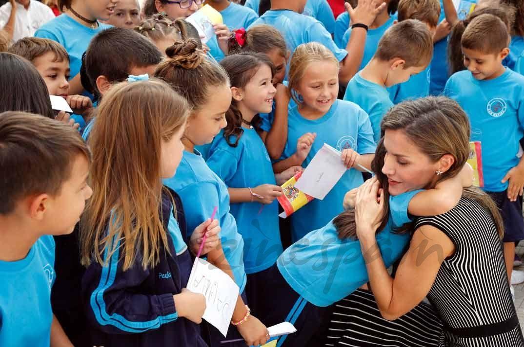 """La reina Letizia ha viajado hasta Tenerife con motivo de la apertura del Curso Escolar 2017/2018, que en esta ocasión se celebró en el C.E.I.P. """"San Matías""""."""