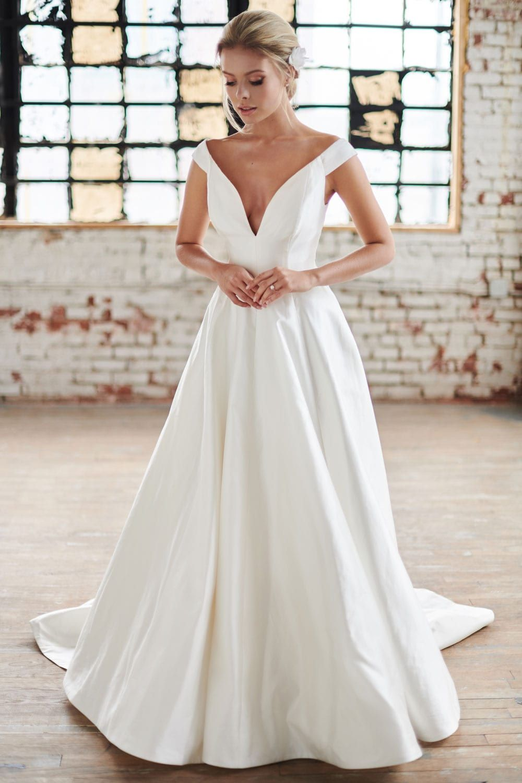 Scoutball Gown Silk Shantung Multifold Skirt Bridal Dresses V Neck Wedding Dress Modern Wedding Dress