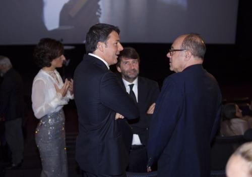 Spettacoli: #Renzi alla prima The Young Pope. Zappia (Sky): Prodotto italiano per il mercato... (link: http://ift.tt/2e299on<<Prodotto-italiano-per-il-mercato.html )