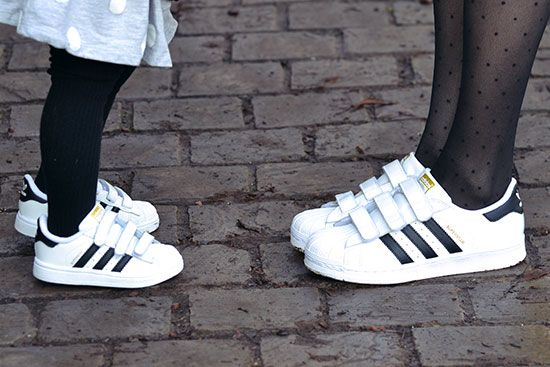 Galaxia Competencia dólar estadounidense  Adidas Superstar de mère en fille! - Blog mode lille | Basket enfant fille, Adidas  superstar, Mère et fille