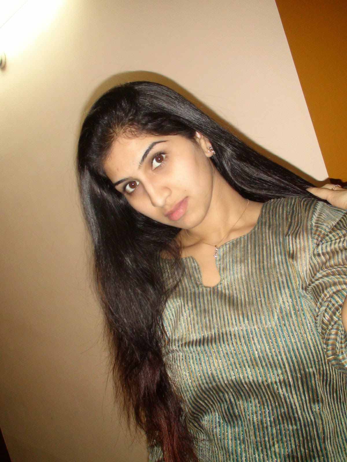 Indian Desi Beautiful Hot College Girls Leaked Photos -1614