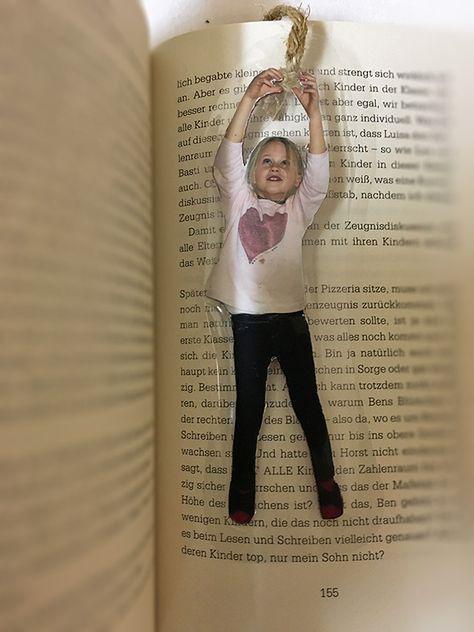 Schnelles Foto-Geschenk basteln: Lesezeichen vom Mini-Me! #weihnachtsgeschenkeeltern