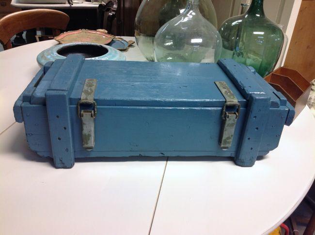 Vintage munitiekist in mooi oud-blauw