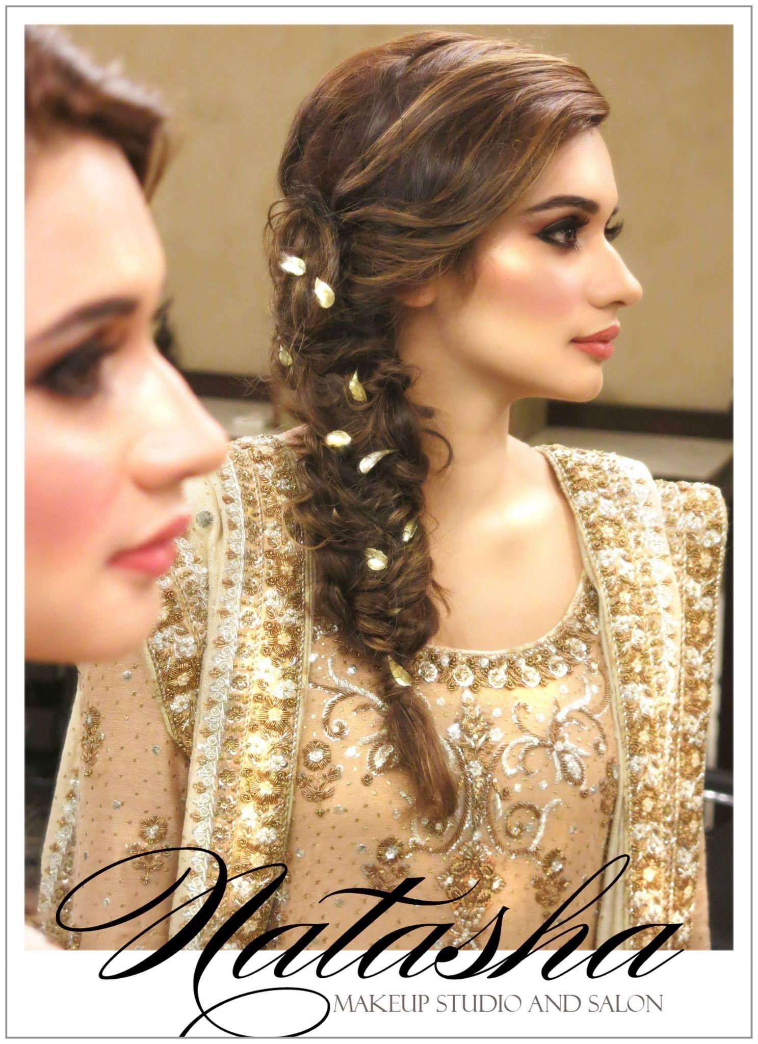 Pin By Hafsa Umair On Arabic Make Up Indian Wedding Hairstyles Mehndi Hairstyles Engagement Hairstyles
