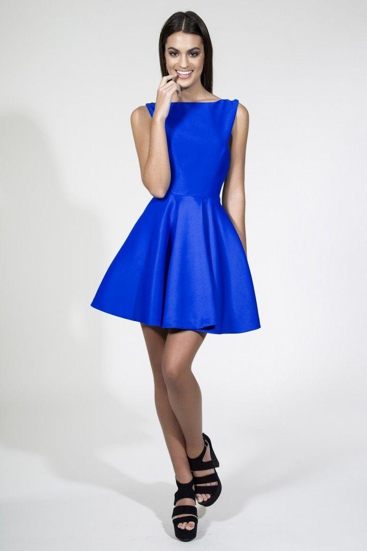973bcdd772 Vestido corto de vuelo azul klein con espectacular escote espalda. Vestidos  de fiesta para invitadas boda daluna apparentia