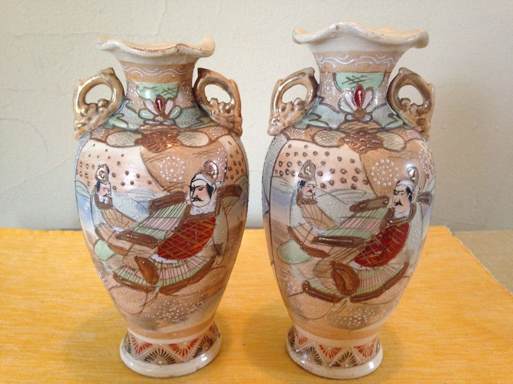Vintage Japanese Moriage Satsuma Urnvase Hand Painted Beaded Set