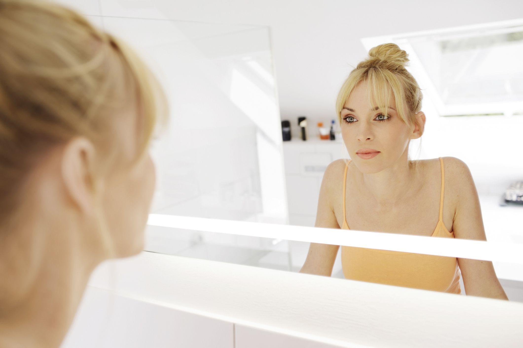 Behold The Best Bathroom Lighting for Makeup Application