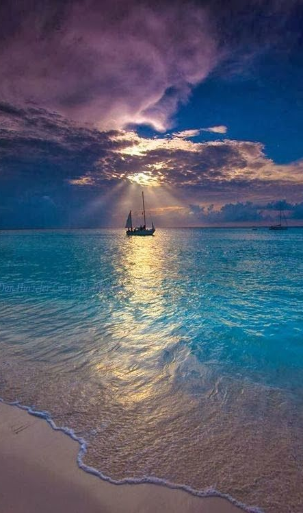 Makalawena Beach in Kailua Kona, Hawaii • photo: Don Hurzeler on Facebook( what I don't make in miles I see in pictures ;)