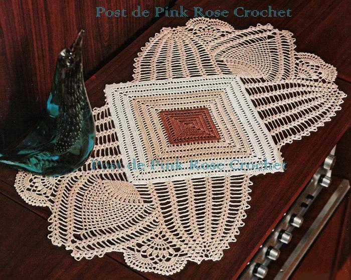 Pink rose crochet centro de mesa quadrado com - Centros de mesa de ganchillo ...