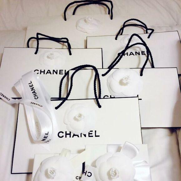 a4bad131bbd9df Chanel rue cambon White paper bags These are Chanel paper bags in white,  the first