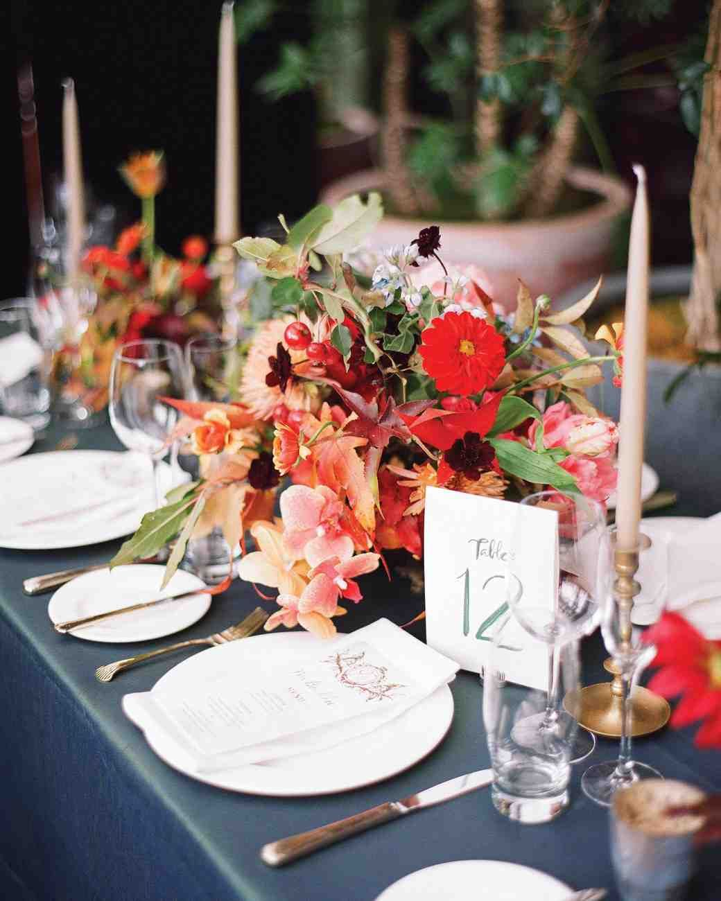 A Bold Autumnal Wedding In Nyc Wedding Tables Decor Wedding