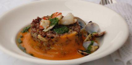 Tramonto a Venezia: riso rosso con gamberi, Moeche e vongole