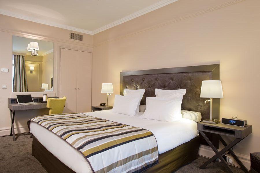 Lesbian hotels in paris