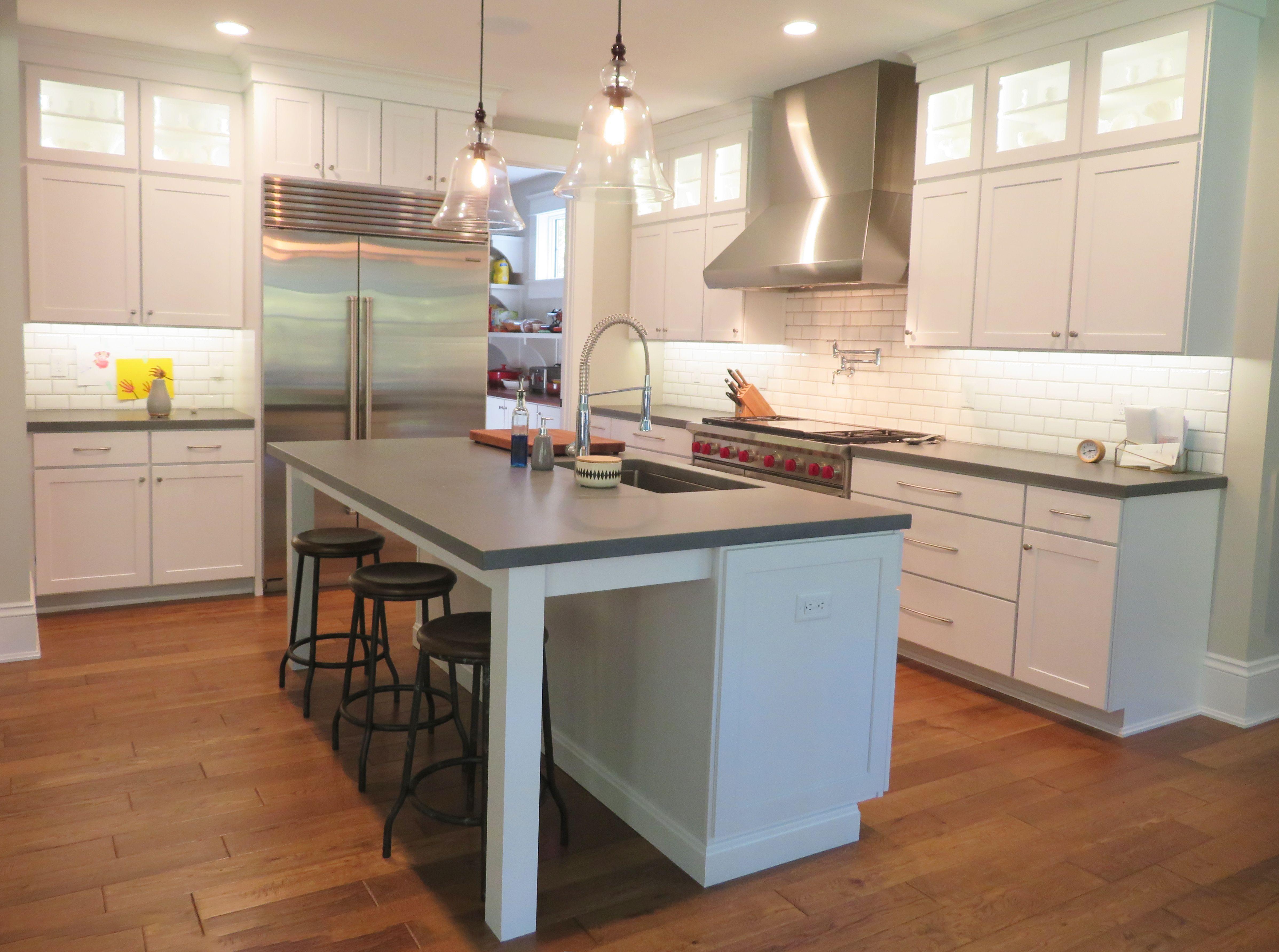 Echelon Cabinetry In Trevino Maple Alpine White Kitchen Design Kitchen Layout Kitchen And Bath