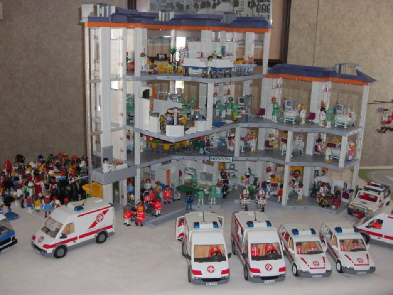 The new versus old versions of the Playmobil City Hospitals!